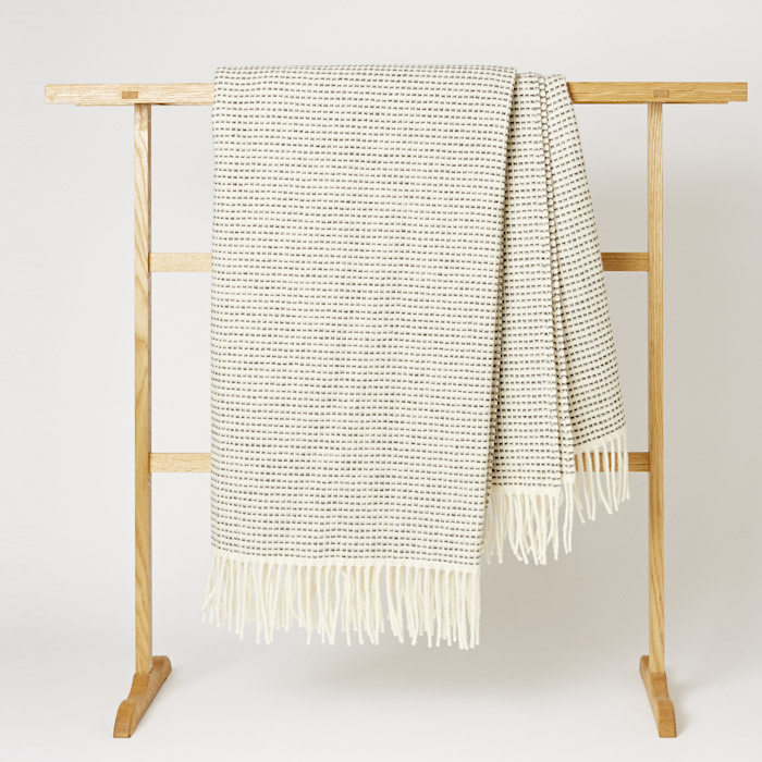 Roros_Tweed_Blanket_Mjolk_Kitka-11