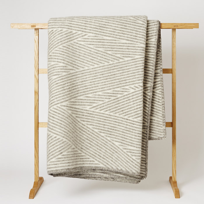 Roros_Tweed_Blanket_Mjolk_Kitka-4