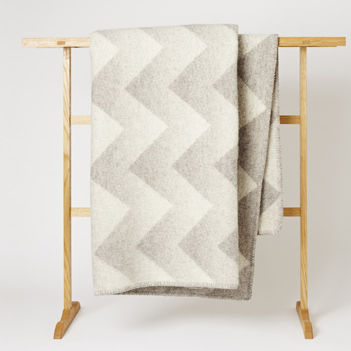 Roros_Tweed_Blanket_Mjolk_Kitka-6